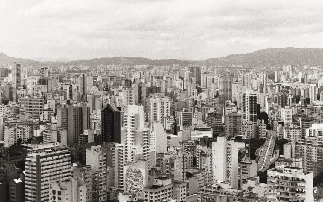 'Tropicalizing' the urban commons: the challenges of public space negotiation in São Paulo