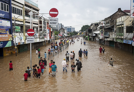 Flooding cities: climate risks in the urban age